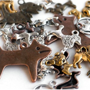 Подвески из металла в виде собачек, разных цветов и раз...