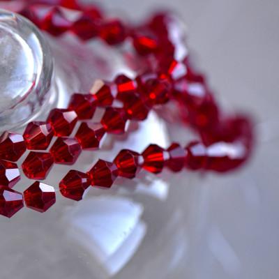 Бусина биконус стеклянная, темный красный, 6 мм