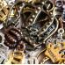 Подвески из металла в виде корон, разных цветов и размеров. Продается по 20 г