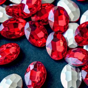 Кабошон стеклянный с гранями, овал, ярко-красный, 18х13...