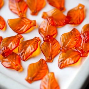 Подвеска акриловая, листья оранжевого цвета, 20x13x4 мм...