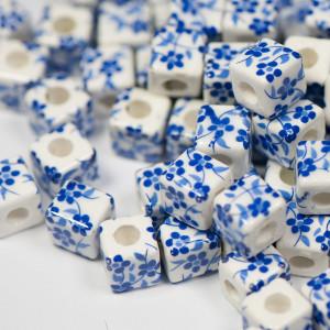 Бусина керамическая кубическая, белый-синий, 10х10 мм...