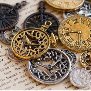 Подвески из металла в виде часов, разных цветов и разме...