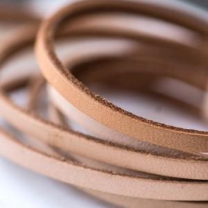 Кожаный шнур, плоский, цвет бежевый, 3х2 мм...