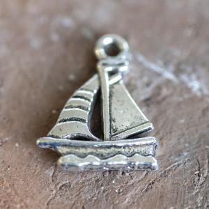 Подвеска металлическая в виде кораблика, античное сереб...