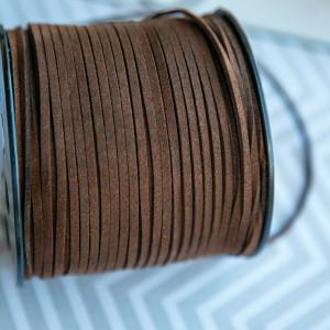 Шнур из искусственной замши, темно-коричневый, 3х1,4 мм...