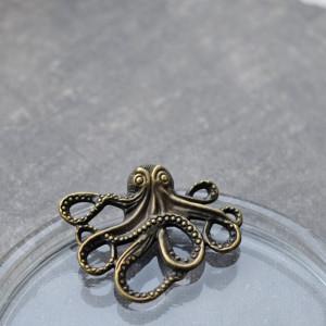 Подвеска металлическая в виде осьминога, цв. античная б...