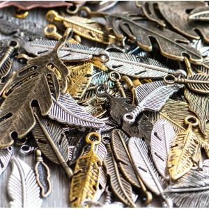 Подвески из металла в виде перьев, разных цветов и разм...