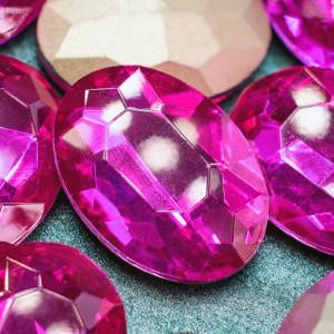 Кристаллы с фольгированной поверхностью, овал, фуксия, ...
