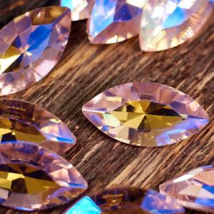 Кабошон стеклянный с гранями, капля, розовый с перелива...