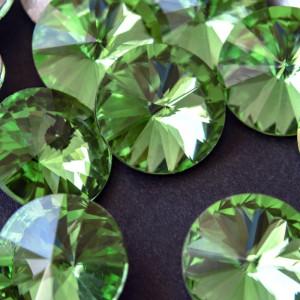 Кабошон стеклянный круглый Риволи, светло-зеленый, 14х7...