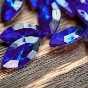Кабошон стеклянный с гранями, капля, синий, 18х9 мм...