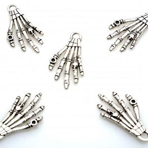 Подвеска металлическая в форме руки скелета, цвет - ант...