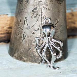 Подвеска металлическая в виде осьминога, цвет - антично...