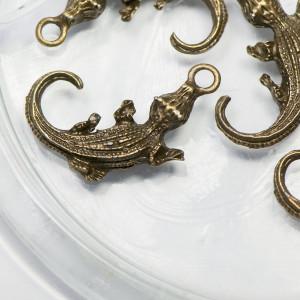 Подвеска металлическая в виде крокодильчика, античная б...