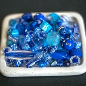 Набор из акриловых бусин разной формы, синего цвета...