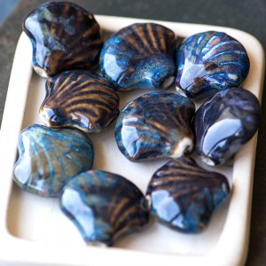 Бусина керамика, голубой/темно-коричневый, 33x29x13 мм...