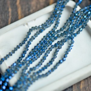 Бусина биконус стеклянная граненая, синий с отливом, 4х...