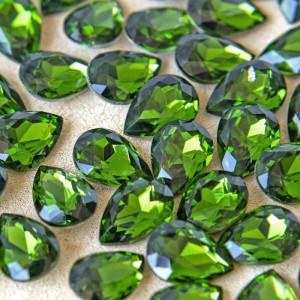 Кабошон стеклянный с гранями, капля, насыщенно-зеленый,...