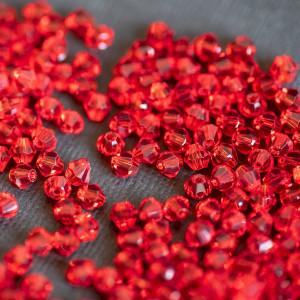 Бусина биконус стеклянная, темно-красный, 4 мм (уп 30шт...