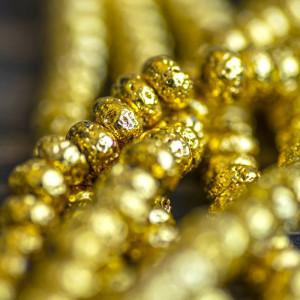 Бусина из натуральной лавы 8,5 мм, цвет золотистый...