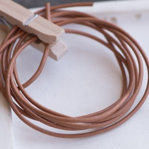 Шнур кожаный, цвет светло-коричневый, диаметр 1.5 мм...