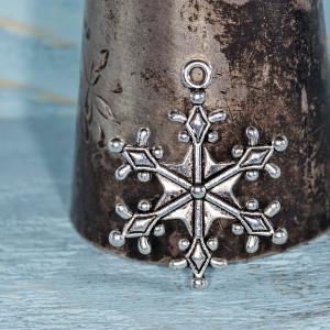 Подвеска металлическая в виде снежинки, античное серебр...