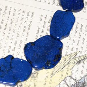 Бусина говлит (хаулит), срез камня, колорир., цвет сини...