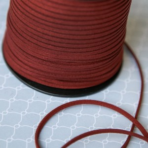 Шнур из искусственной замши, темно-красный, 3х1,4 мм...