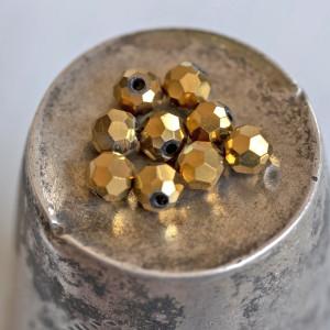 Бусина круглая стеклянная с гранями, золотой, 4 мм (уп ...