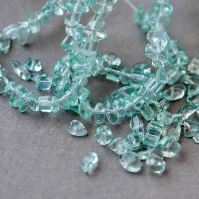 Бусина-осколки стеклянные, синий-прозрачный, 8-30x5-12x2-8 мм (уп 20г)