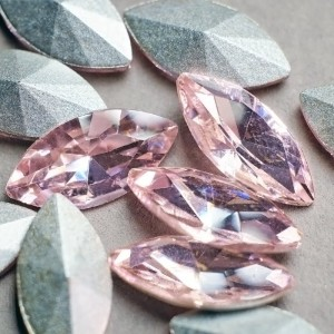 Кабошон стеклянный с гранями, капля, светлый розовый, 1...