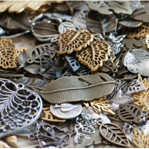 Подвески из металла в виде листьев, разных цветов и раз...