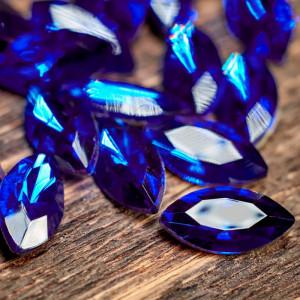 Кабошон стеклянный с гранями, капля, синий, 12х6 мм...