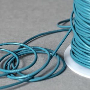 Шнур кожаный, цвет ярко-голубой, диаметр 2,5 мм...