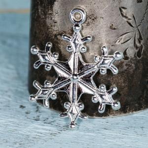 Подвеска металлическая в виде снежинки, цв. серебро, 29...