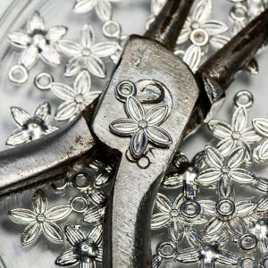 Подвеска металлическая в виде цветка, цвет - серебро, 1...